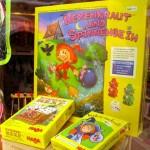 Haba-Kinderspiele im Schaufenster Hexenkraut u.a.