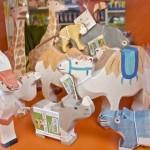 Figuren von Holztiger: Giraffe, Kamel, Gazelle, Nashorn, Flusspferd
