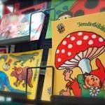 Fensterbild-Postkarte mit Fliegenpilz / Glueckspilz / Numero-16-Spielzeugladen